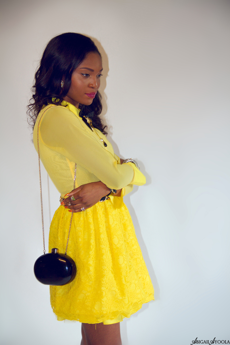 STYLING A YELLOW LACE DRESS FOR SUMMER