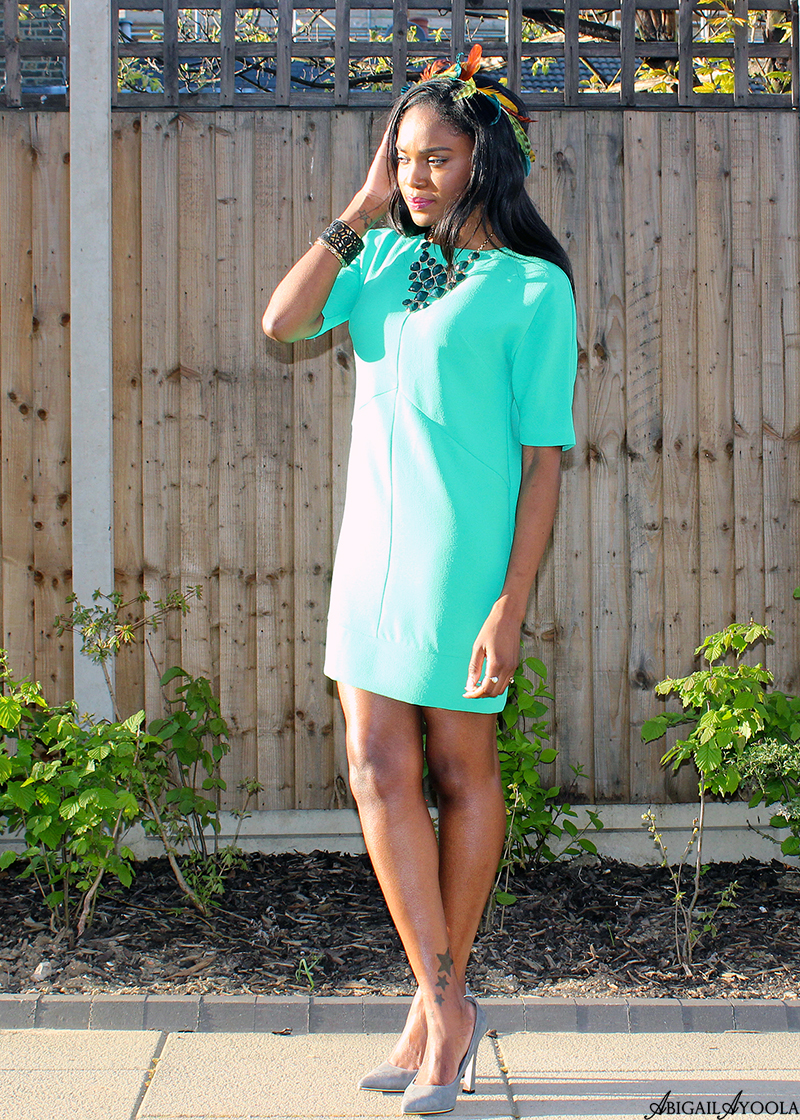 HOW TO WEAR A GREEN SHIFT DRESS