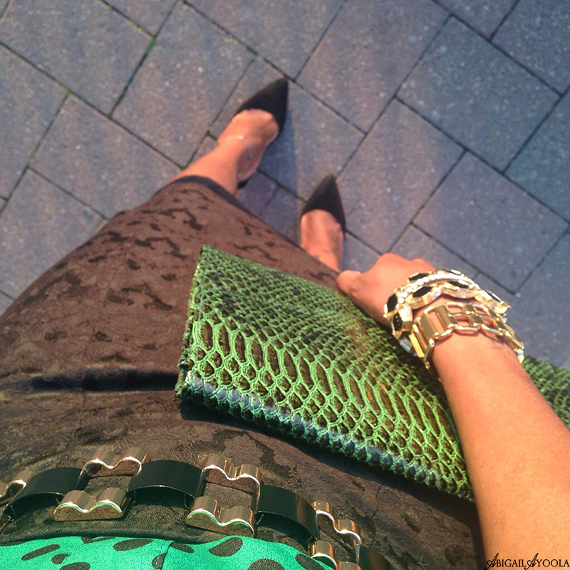 HOW TO WEAR A GREEN POLKADOT TOP