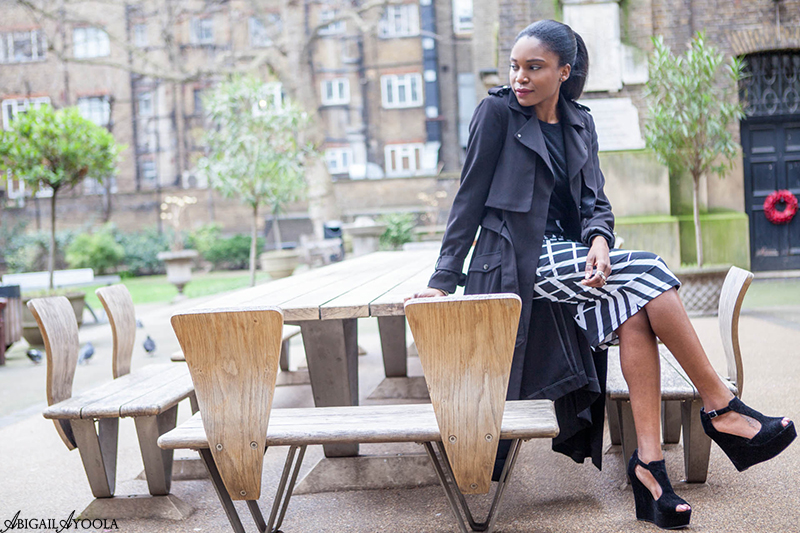 HOW TO STYLE A MONOCHROME PRINT SKIRT
