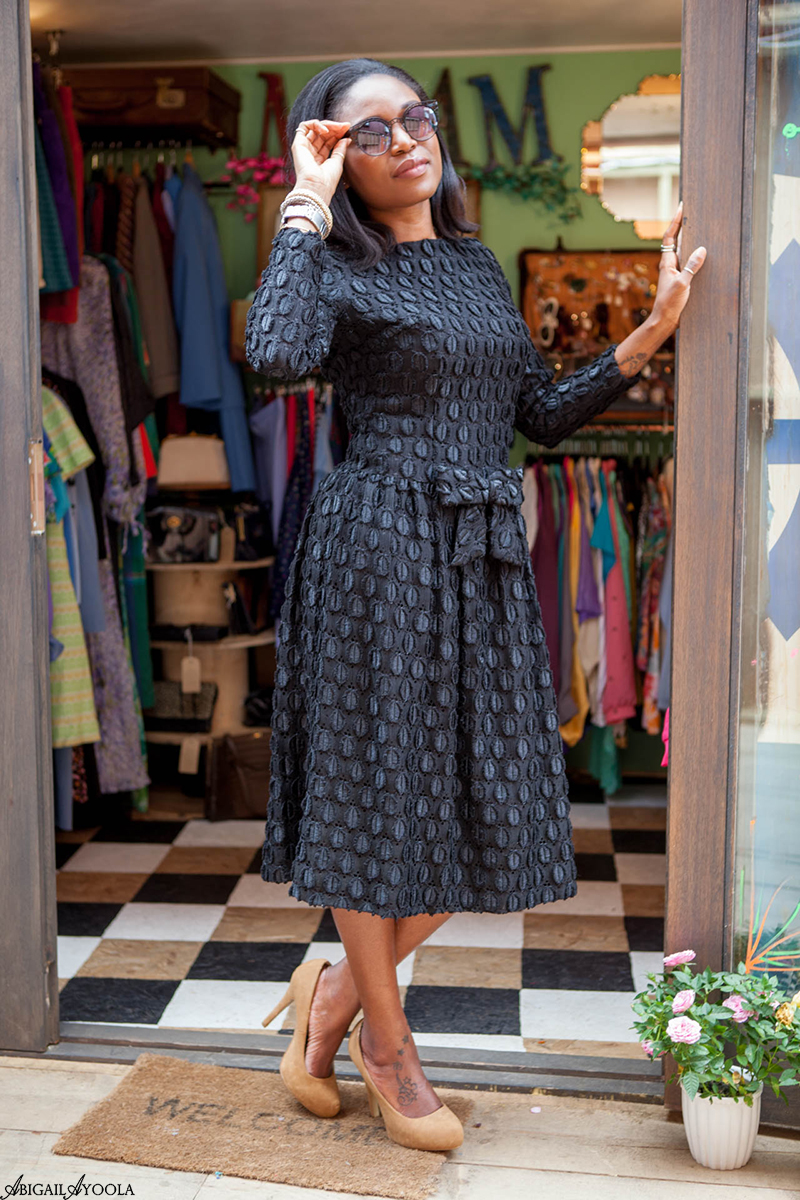 HOW TO WEAR A VINTAGE LACE DRESS