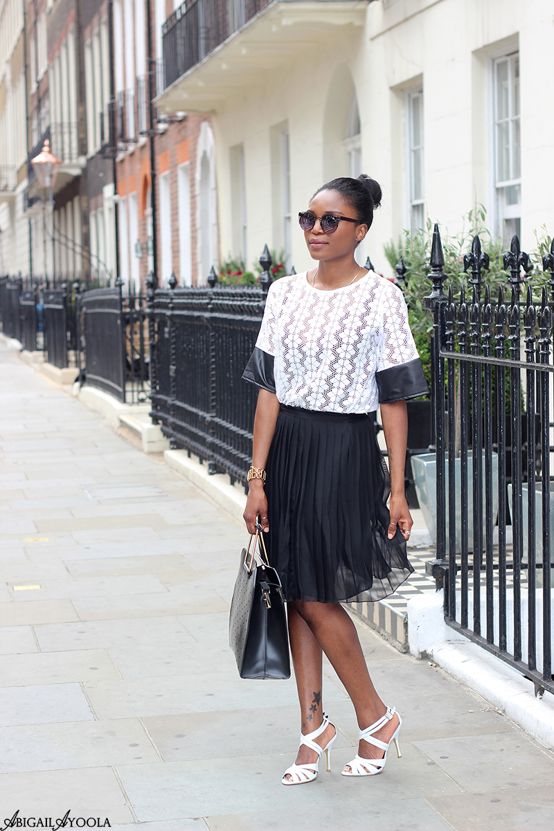 HOW TO MIX PLEATS AND LACE