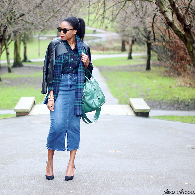 HOW TO WEAR THE DENIM MOM SKIRT