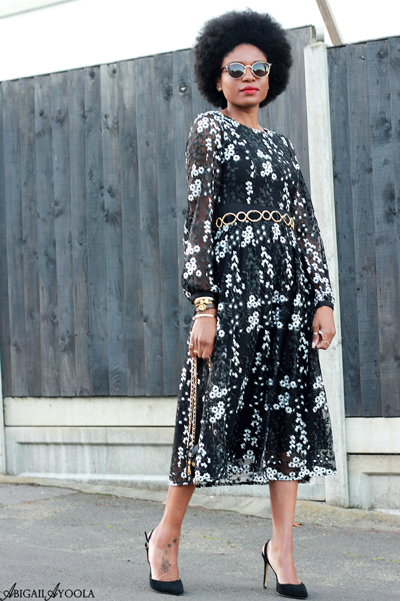 HOW TO WEAR A FLORAL LACE DRESS