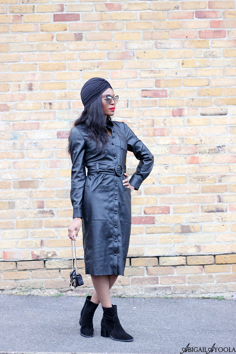 HOW TO WEAR A LEATHER DRESS IN SPRING
